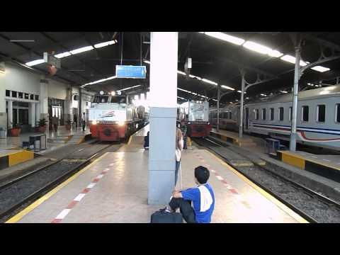 Keberangkatan Kereta Api Mutiara Selatan di Stasiun Bandung