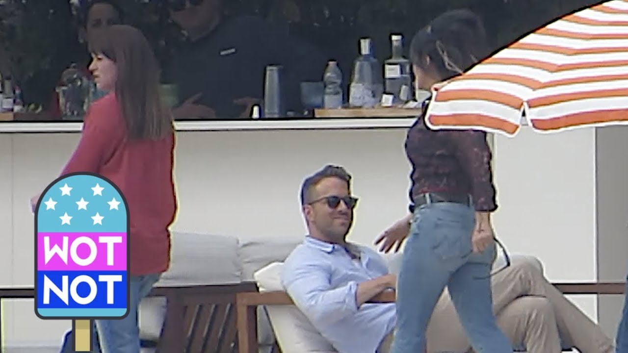 Download Ryan Reynolds & Salma Hayek Laughing On Set Of Hitman's Wife's Bodyguard
