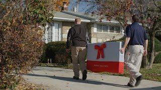 XFINITY techs spread holiday cheer