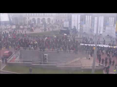 Киев сегодня требовал импичмента Порошенко.