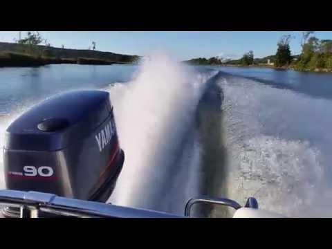 Yamaha 90 hp outboard 2 stroke WOT ( Wide Open Throttle ) 4 blade prop