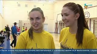 Смотреть видео Телеканал «Санкт-Петербург». Футбольно-волейбольный «ленинградский» мастер-класс онлайн
