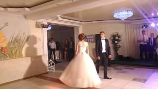 Первый танец на свадьбе. el primer baile en la boda