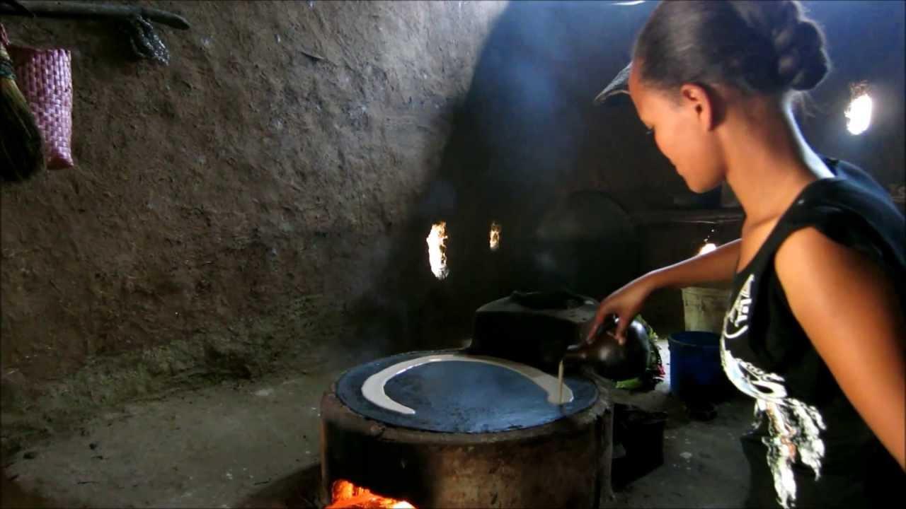 Injera backen   blick in eine äthiopische küche   youtube