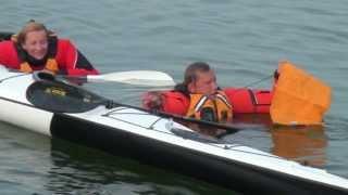 Kuidas siseneda merel kahese kajaki sisse