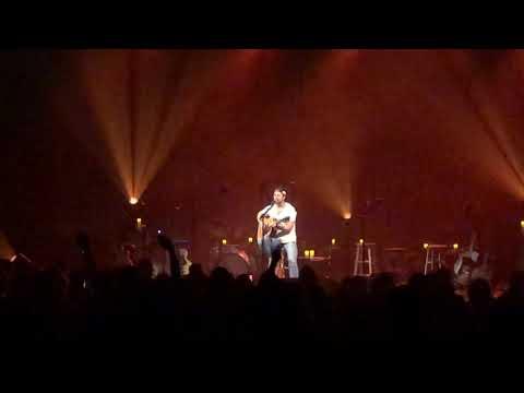 Kip Moore Encore In Milwaukee Acoustic Show. Guitar Man