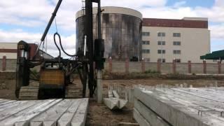 Копер для сваебойных работ на гусеничном ходу Строймаш(Место проведения работ: Астана., 2015-08-28T10:54:44.000Z)