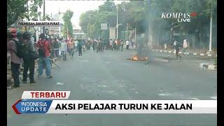 TERKINI - Massa Pelajar Terlibat Kericuhan dengan Polisi di Kawasan Palmerah, 2 Sepeda Motor Dibakar