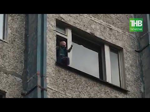 Пенсионер угрожал выкинуть двухлетнего внука из окна многоэтажного дома в Сургуте | ТНВ
