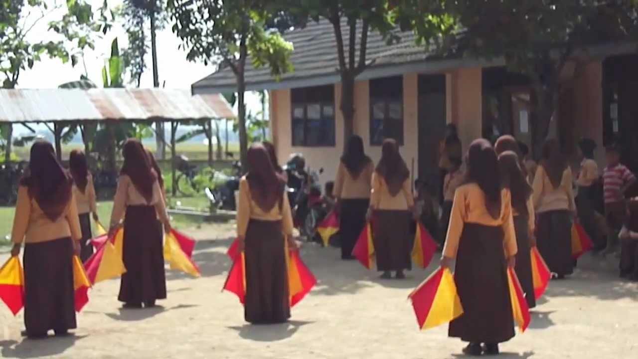 Parade Semaphore Mts Falahiyah Youtube Bendera Dan Tongkat Semapore