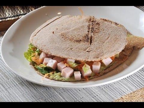 Sándwich de pan pita con aguacate - Recetas de sándwiches