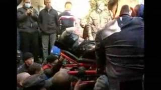В Луганске И Донецке Участники Митингов Захватили Административные Здания