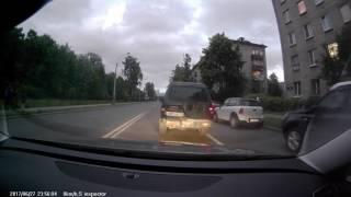 Протаранил запаркованное авто