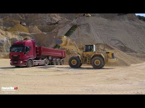 KOMATSU WA480 wheel loader loading IVECO STRALIS with kipper