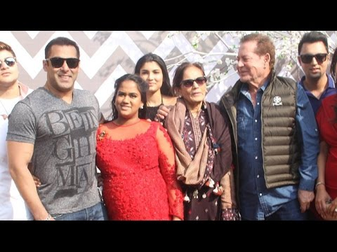 Arpita Khan's Baby Shower 2016 With Salman Khan Family: B-Town celebrities attended Arpita Khan's Baby shower celebration.   For More Updates:  Subscribe to: https://www.youtube.com/user/movietalkies  Like us on: https://www.facebook.com/MovieTalkies  Follow us on: https://twitter.com/MovieTalkies  Follow us on: https://www.instagram.com/movietalkies/  Website: http://www.MovieTalkies.com