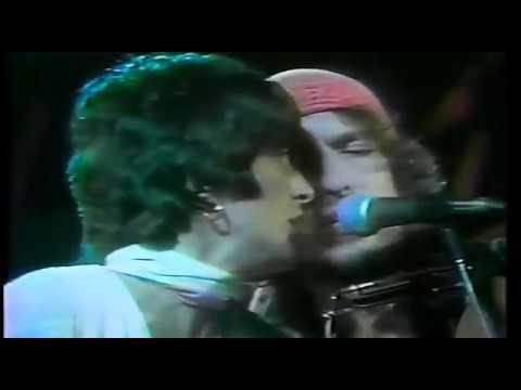 Joan Baez & Bob Dylan  -  Blowing In The Wind