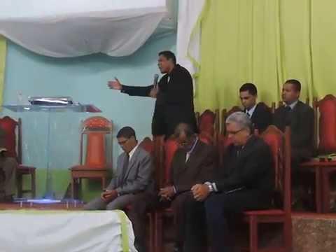Mt. 25.01 - Pb. Marcelo pregando no 8° ELO da campanha das Portas Abertas na IPU de Itamaraju - Ba.