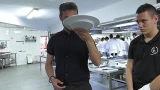 Formando camareros en el país de los bares