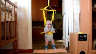 Первые шаги наших деток Егорки и Настёны.
