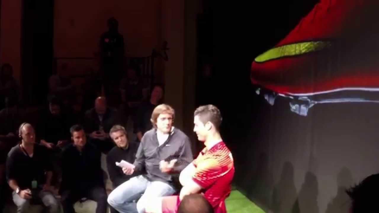 9e0e1bff7 Esclusivo Calcioshop: a Madrid prova la nuova Mercurial! | La Guida del  Calcio