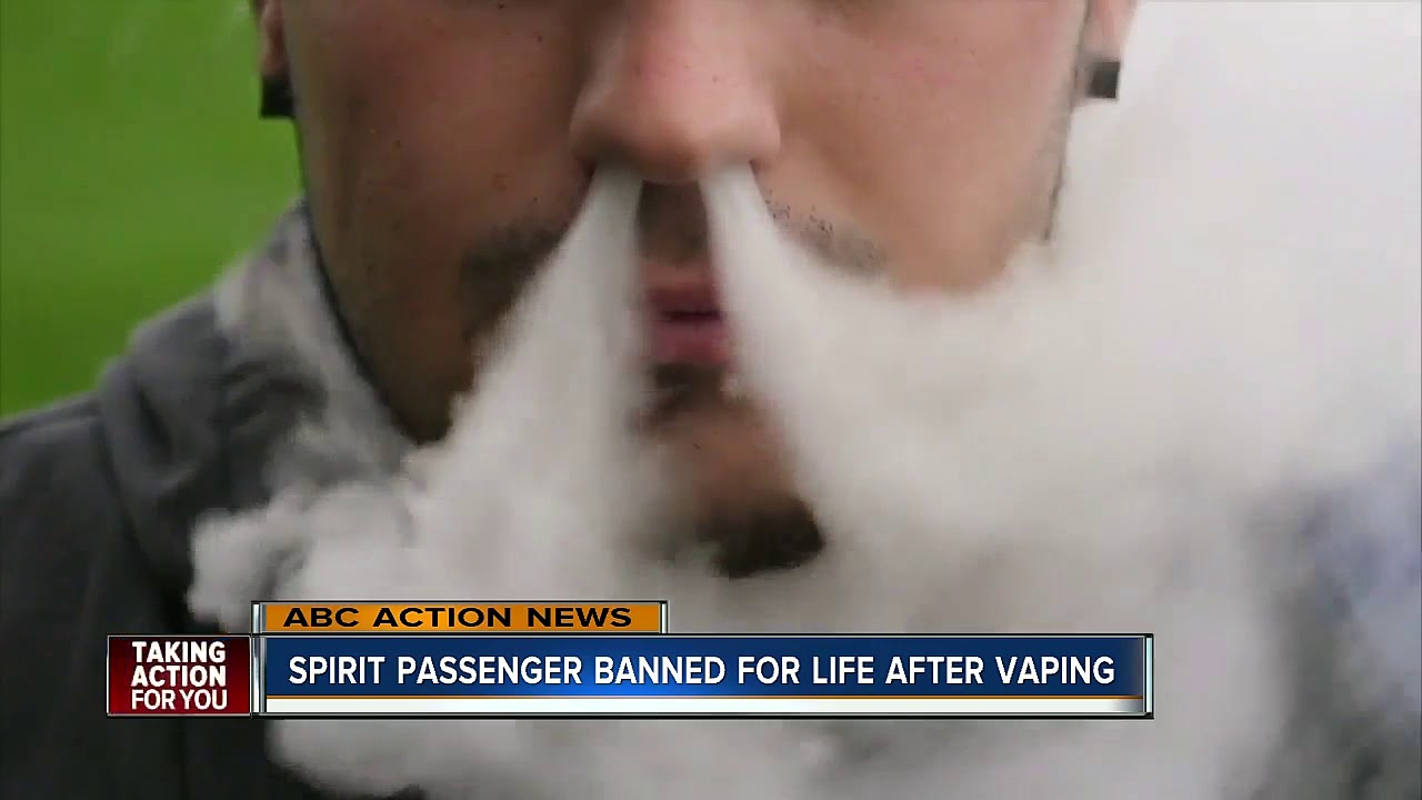 White Man Vapes On Spirit Airlines