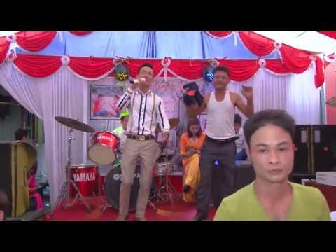 Chiec Khan Pieu phiên bản đám cưới hài