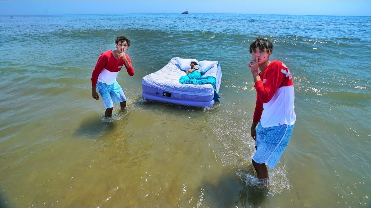 mom-wakes-up-in-ocean-prank