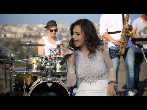 Maya Berovi - Okolo ludilo krui - (Official Video ARTWORK 2014)