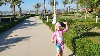 Вика танцует Купальник с единорогом и детский аквапарк в Египте отель Титаник Палас