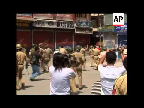 Police gunfire wounds 5 people in Indian Kashmir