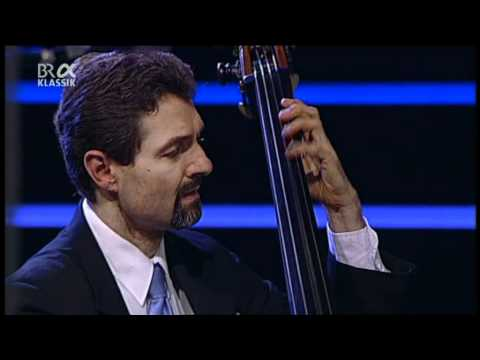 The Clayton-Hamilton Jazz Orchestra feat. John Pizzarelli - Jazzwoche Burghausen 2011 fragm. 3