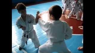 Детская тренировка по каратэ. Клуб
