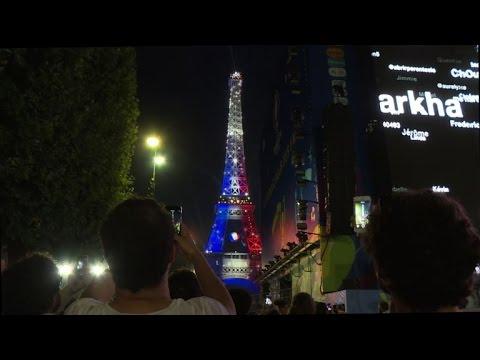 euro 2016: la tour eiffel en bleu-blanc-rouge - youtube