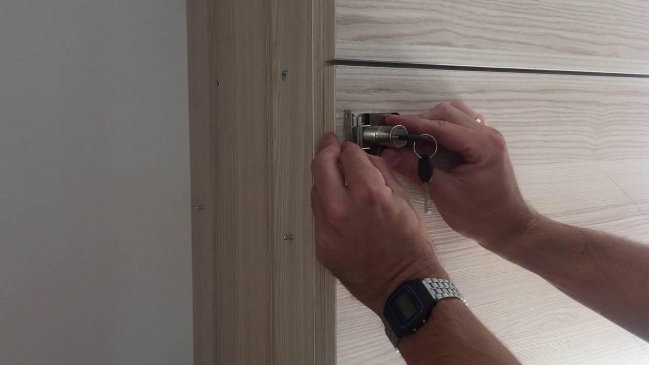 Jak zamontować zamek meblowy w szafce