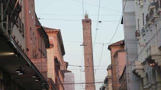 Bologna, viaggi in Serbia per il vaccino: siamo andati nell'agenzia travolta dalle richieste