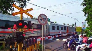 Asri Sekali Perlintasan Kereta Api Jalan Ir.H. Juanda Cilacap