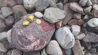 Приятно держать в руке старинные монеты найденные на природе