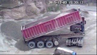 Водитель китайского самосвала оказался раздавлен в кабине собственного грузовика  03 12 2015 720p(, 2016-01-09T03:26:46.000Z)