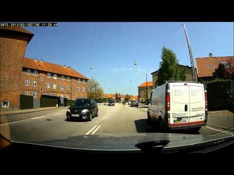Another van runs red light - Bad drivers in Copenhagen