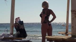 Пляжные девушки на пляже Мелтон бич Шарм ель Шейх