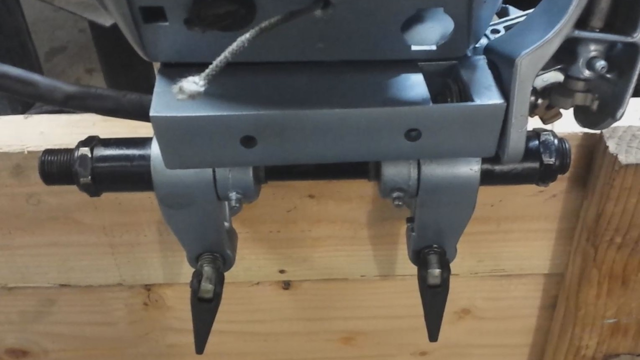 installing a steering tilt tube onto a 15 hp evinrude outboard [ 1280 x 720 Pixel ]