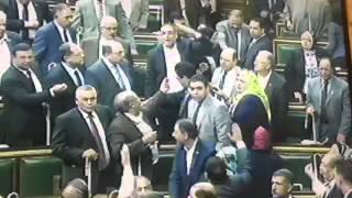 خناقة بين محمد أبو حامد وخالد يوسف وعبد العال يرفع الجلسة 5 دقائق
