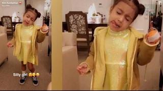 Aidés de leur fille, Kim Kardashian et Kanye West se lancent dans la mode pour enfants