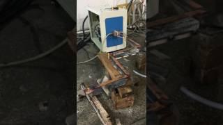 Нагрев двух стрельчатых лап для наплавки на ВЧ-120АБ