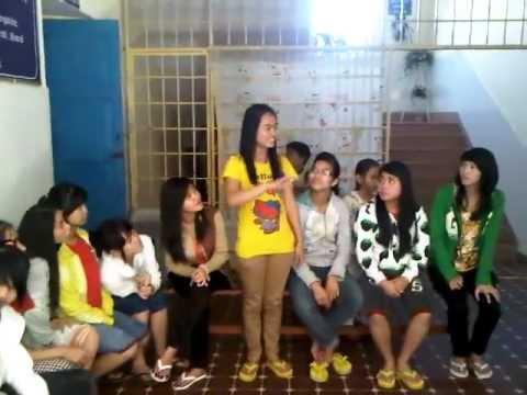 Tranh Thêu Tay Đà Lạt .com - Các em Khiếm Thính cùng nhau vui chơi, học tập