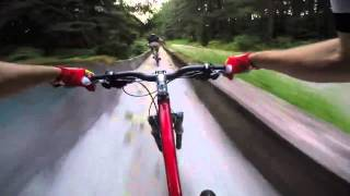 Скоростной спуск на велосипедах по заброшенной бобслейной трассе(, 2015-10-29T21:20:08.000Z)