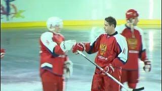 В Норильске устроили ночной матч легенд хоккея с участием Буре и Фетисова