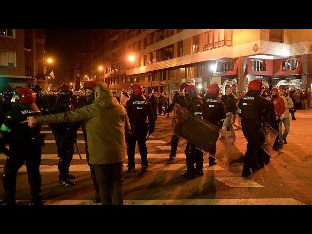 <h2><a href='https://webtv.eklogika.gr/bilbao-nekros-astynomikos-se-episodia-me-rosous-chouligkan' target='_blank' title='Μπιλμπάο: Νεκρός αστυνομικός σε επεισόδια με Ρώσους χούλιγκαν'>Μπιλμπάο: Νεκρός αστυνομικός σε επεισόδια με Ρώσους χούλιγκαν</a></h2>