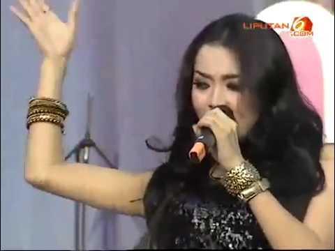 Wika Salim Lagu Hutang Live