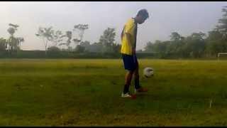 Arnel aemba Freestyle football at babarsari yogyakarta (skill anak-anak timur indonesia)
